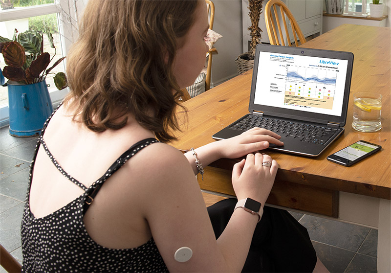 Woman using FreeStyle Libre Software